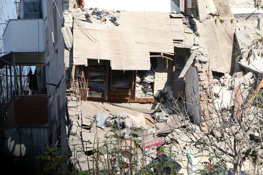 Albania earthquake kills 8; rescuers hunt for survivors