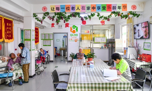 Elderly people in rural areas explore new ways of life by 'banding together'