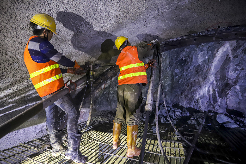 13 trapped in collapsed tunnel in SW China
