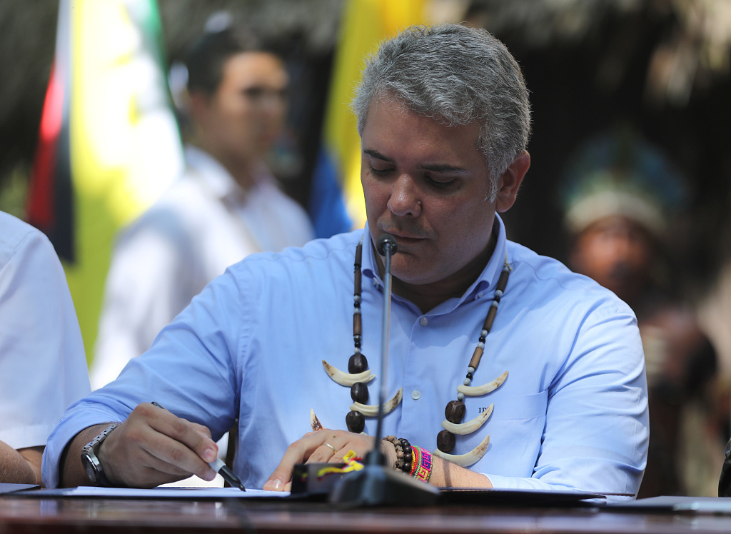 Colombian president lauds contract with Chinese firms to build Bogota's first subway line