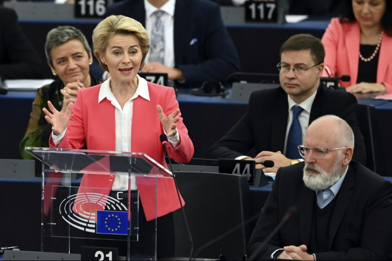 EU chief wins over MEPs with vow to build green superpower
