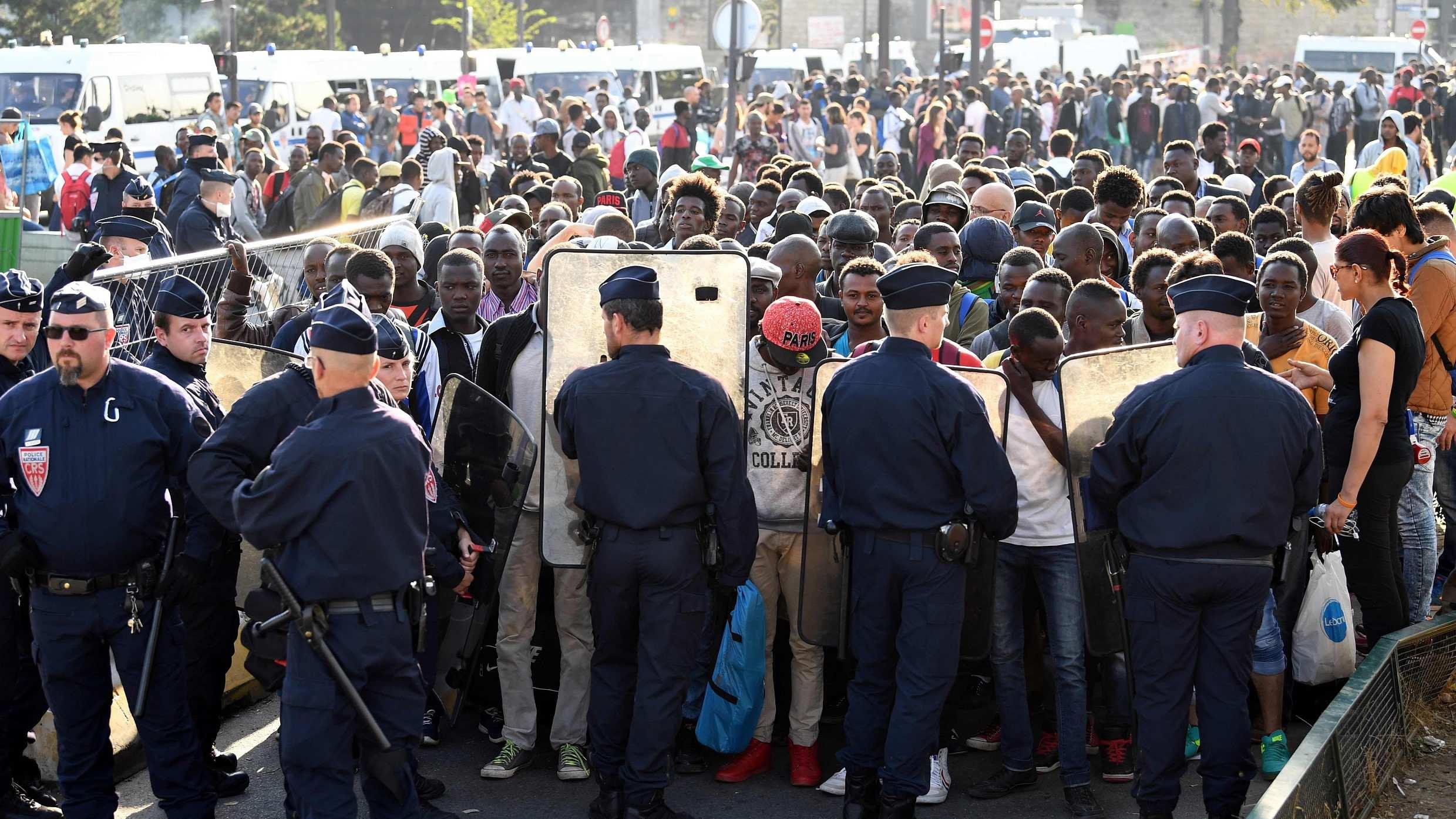 Paris police dismantle illegal migrant camp