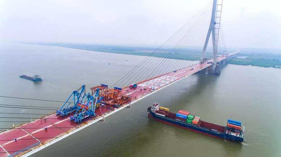 New bridge opens to traffic over Yangtze Riverin Central China