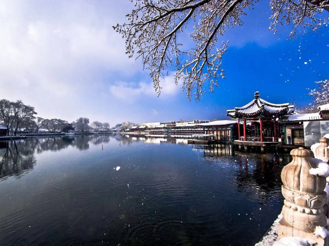 Beijing experiences first snow of the season