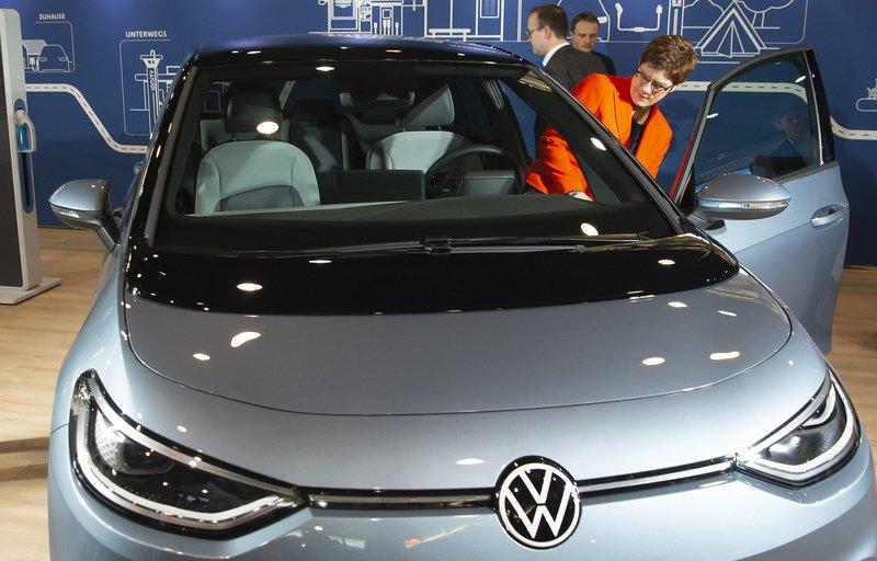 German court issues split rulings over VW diesel cheating