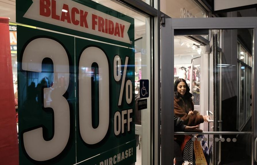 US online shoppers spend record 4.2 bln USD on Thanksgiving
