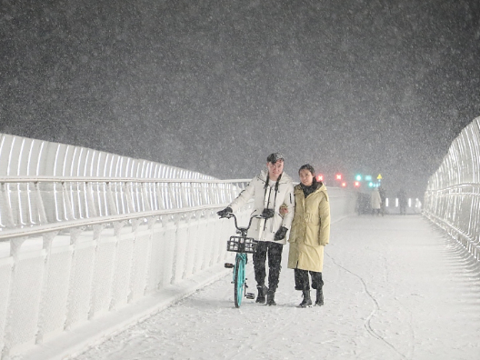 Beijing sees first snow of this season