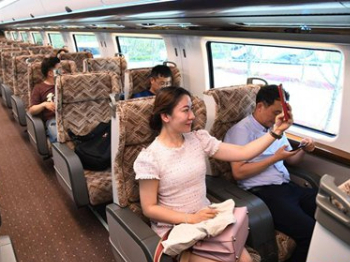 ZTE conducts world's first 5G commercial use test on maglev trains