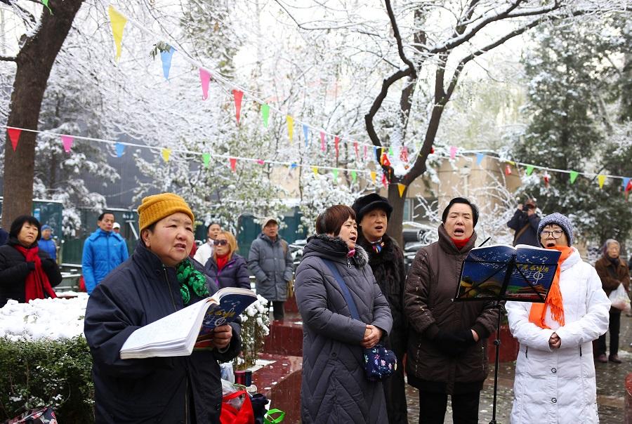 Elder chorus performs in winter wonderland