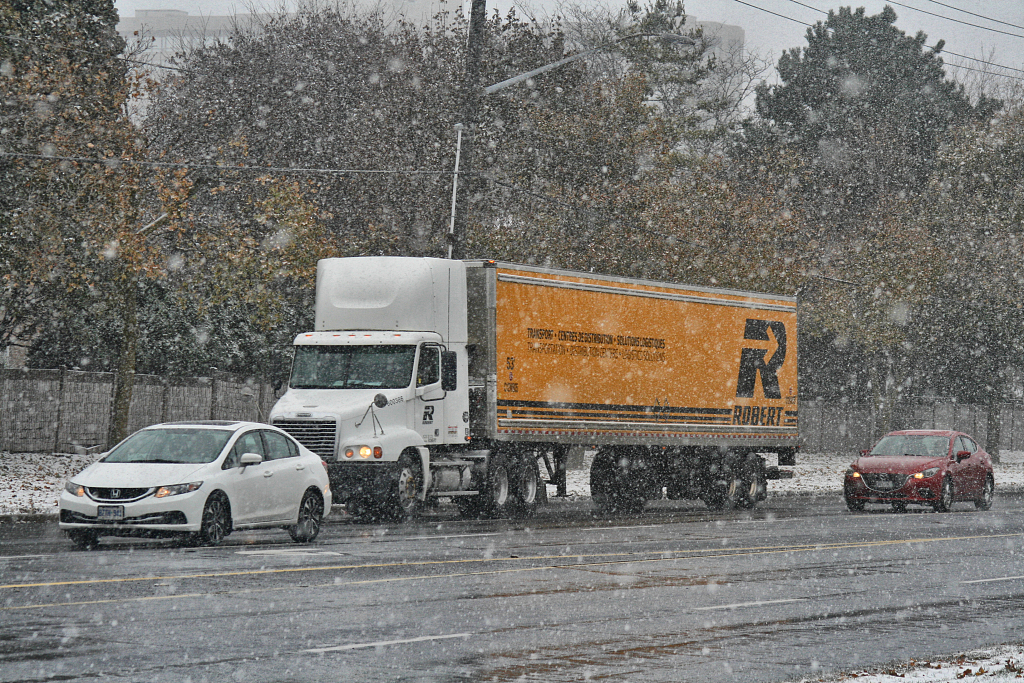 Snow in Toronto area cause about 400 traffic accidents on Sunday