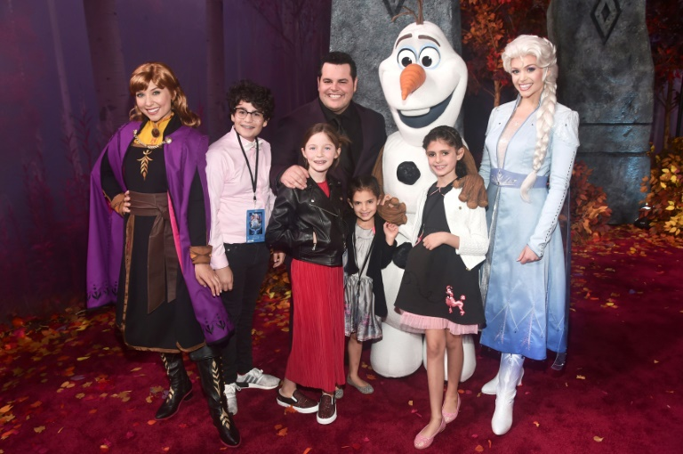 'Frozen 2' holds top spot at N. American box office