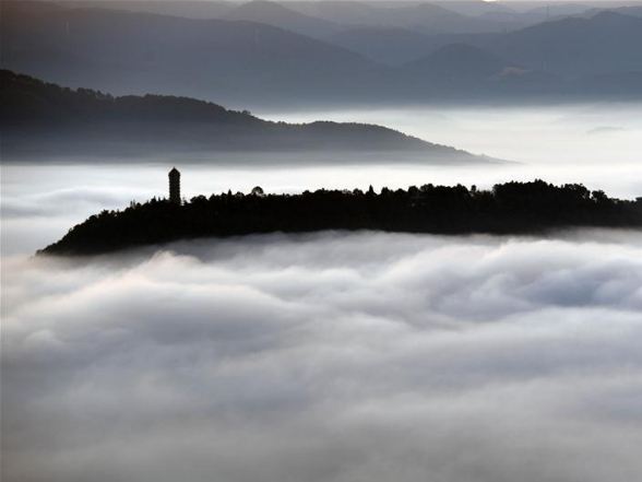 Clouds cover county seat of Ning'er, SW China's Yunnan