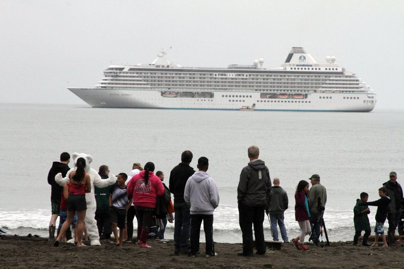 Unknown illness hits cruise ship in Los Angeles