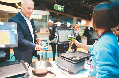 Foreign tourists now have easier access to mobile payment in China