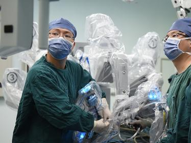Domestically developed surgical robot begins clinical trials