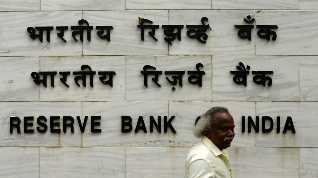 India's Central Bank holds policy rates unchanged to control inflation