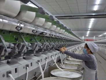 China's light industry staying strong amid downturn