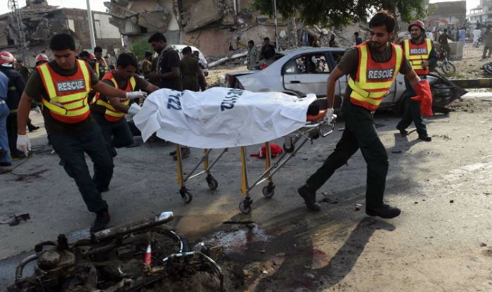 Explosion in eastern Pakistan kills 1, wounds 4