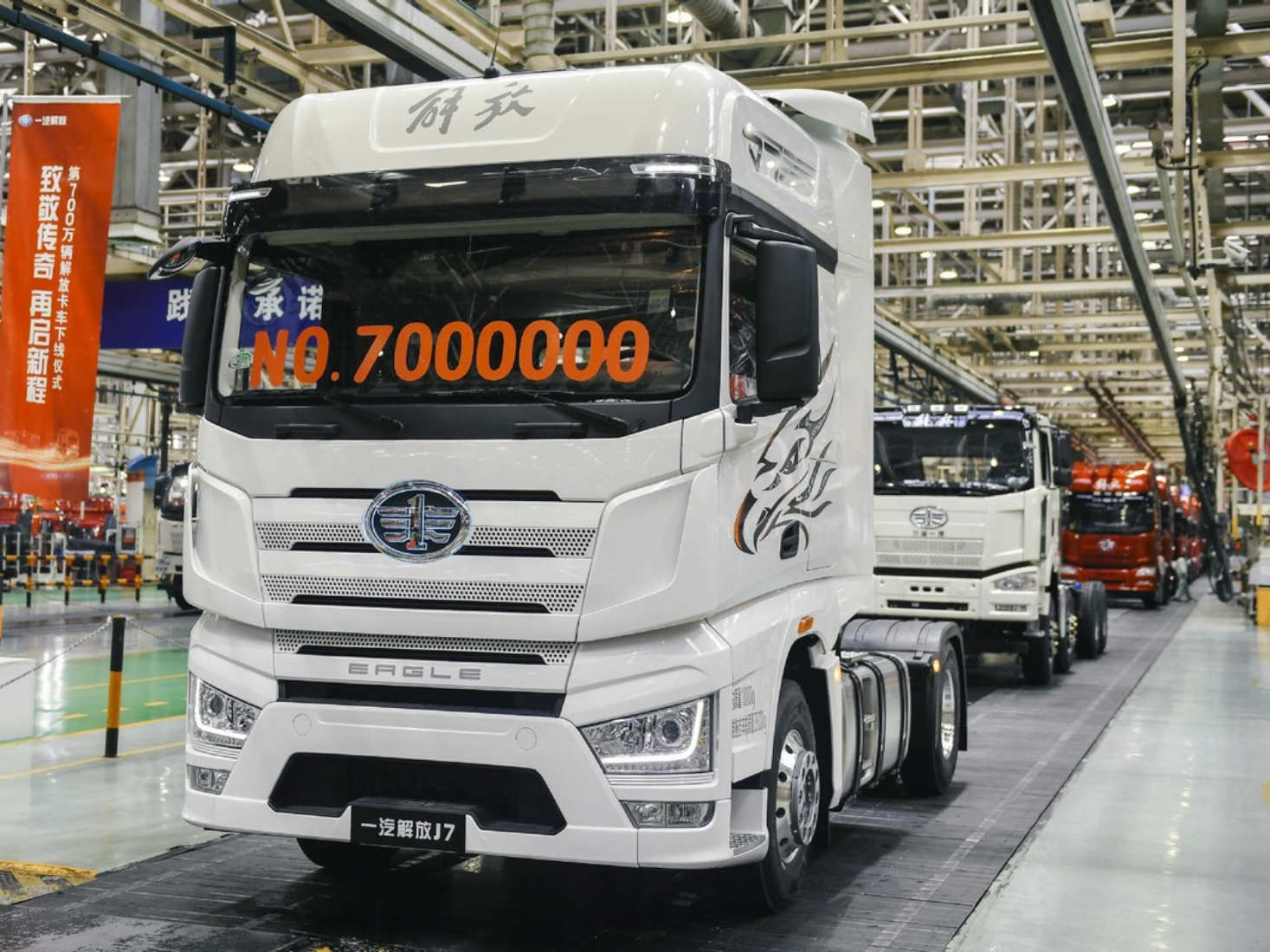 China's heavy truck sales continue to rise in November