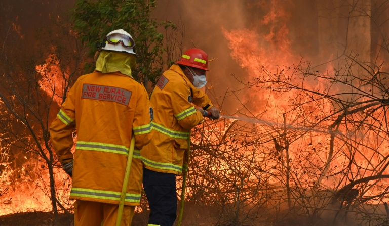 Australia braces for heatwave as more than 100 fires burn