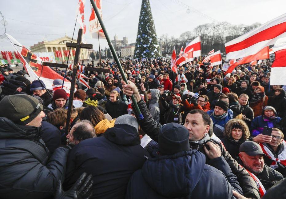 protests belarus (ap).jpg