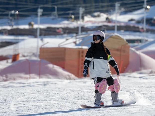 Ski enthusiasts seen at ski resort in Urumqi, NW China's Xinjiang