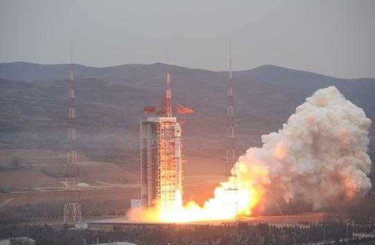 long march-4 rocket (xinhua).jpg