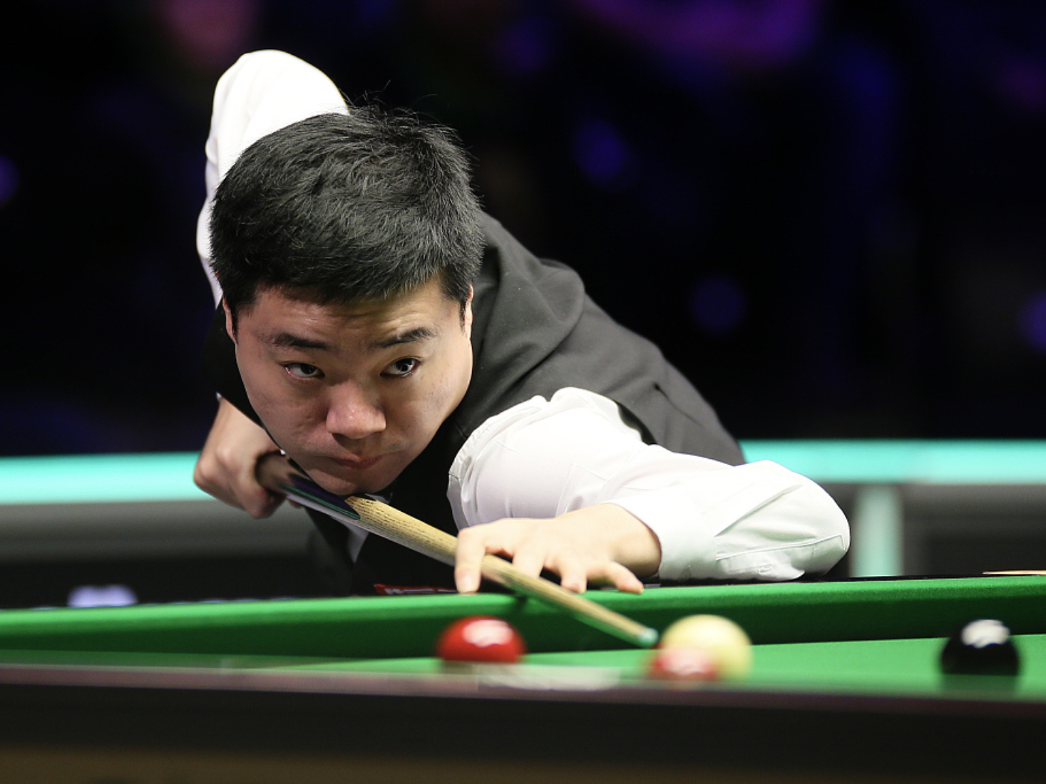 Ding storms to final at snooker UK Championships