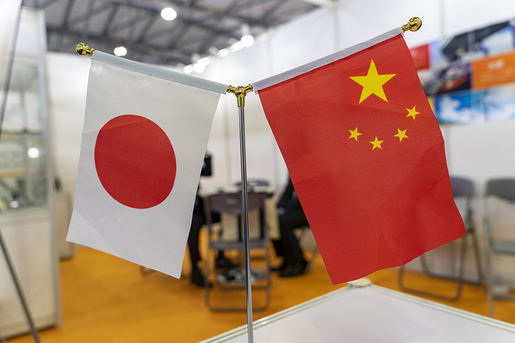 China, Japan sign cooperation deals on energy saving, environmental protection