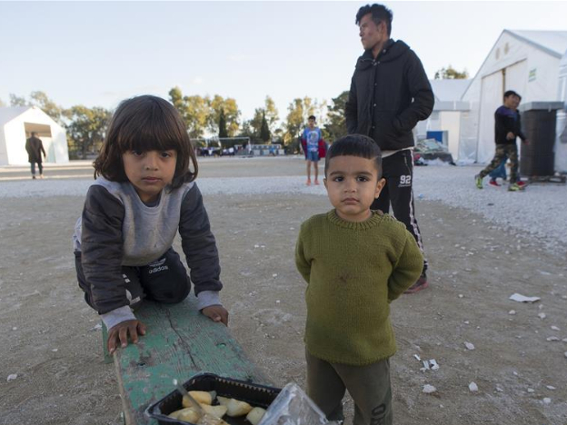 Over 90,000 refugees and migrants stranded in Greece: official data