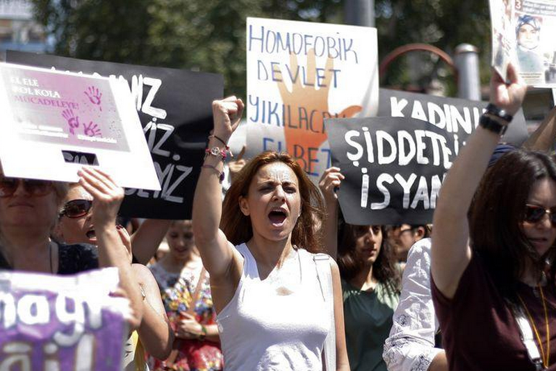 Women protest against gender violence in Istanbul