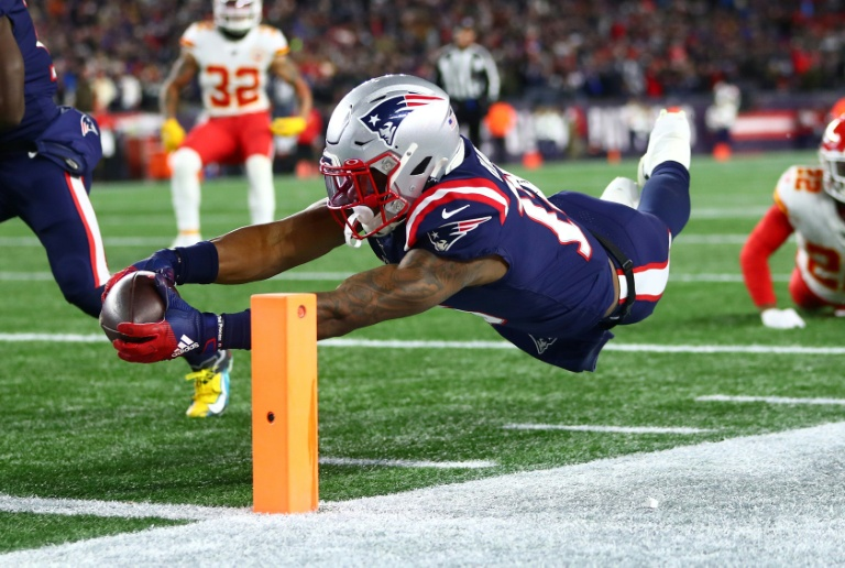 Patriots jolted by Chiefs, 49ers down Saints