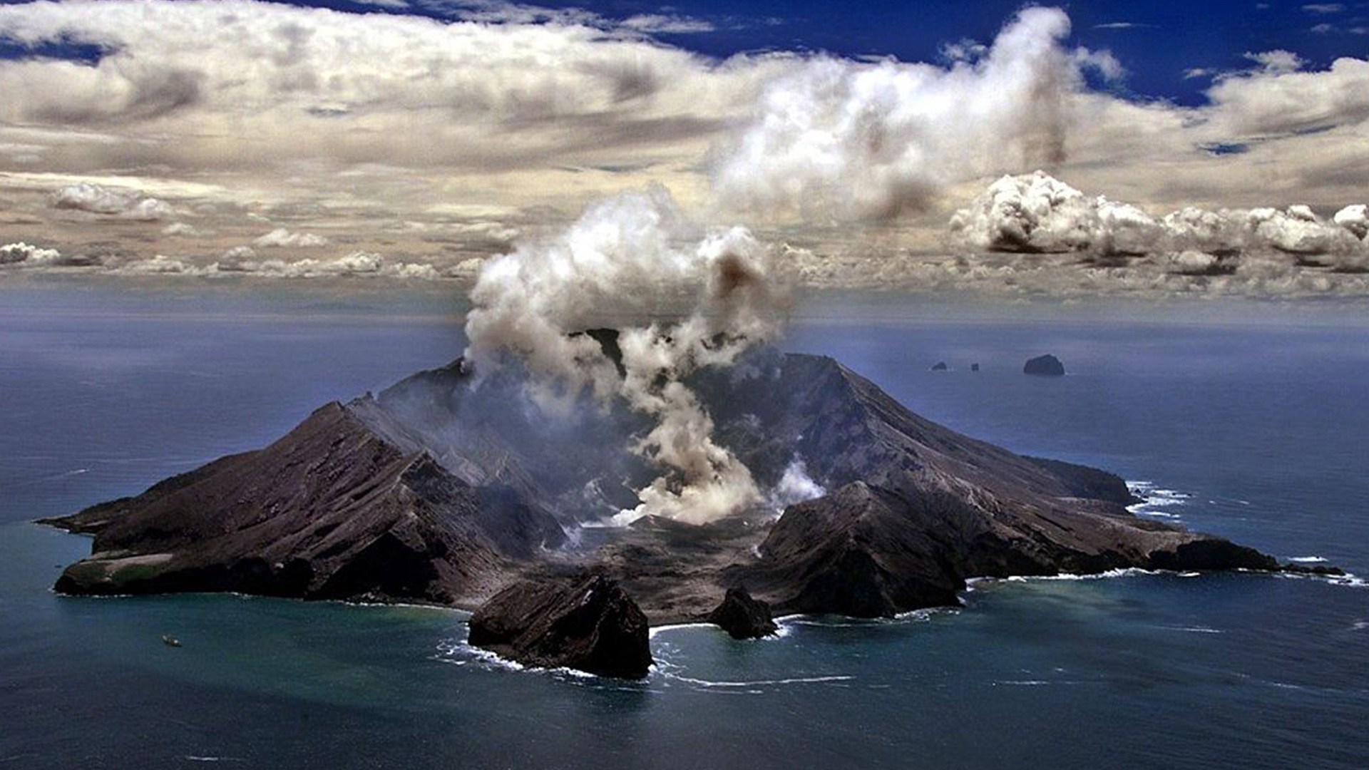 2 Chinese nationals among those injured in New Zealand volcanic eruption