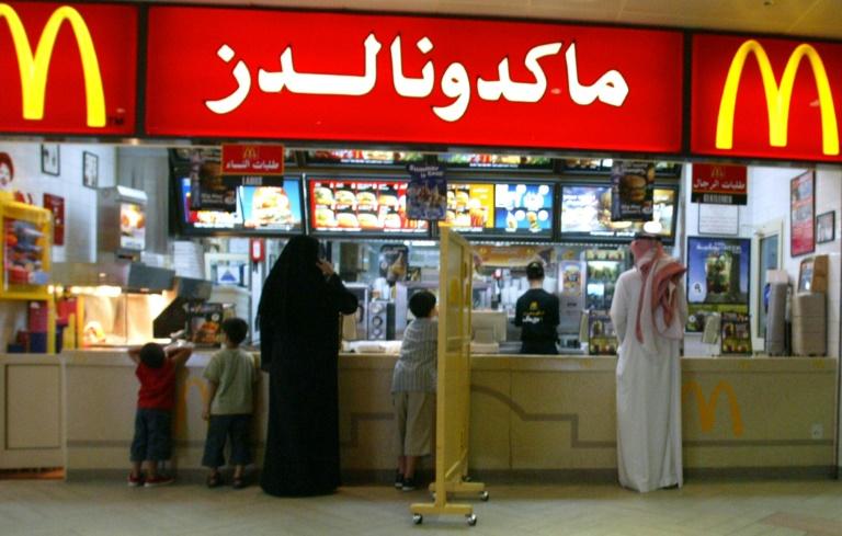 Saudi eliminates gender-segregated entrances for eateries