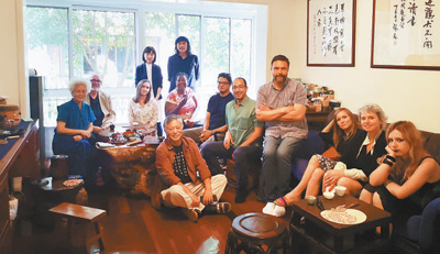 Living opportunities in Shanghai enable foreign writers to tell better stories about China
