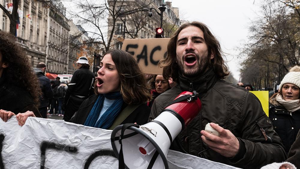 French union mounts pressure on gov't with 'no Christmas break' strike