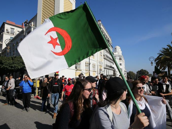 Algerian protesters mass in capital despite police presence