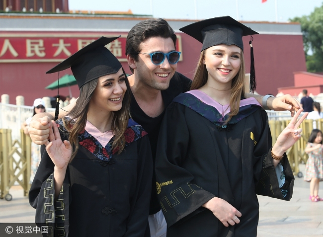 Foreign students in China-VCG.jpg