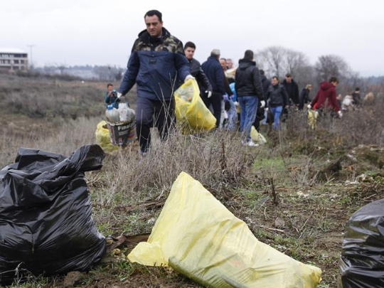 Tens of thousands of North Macedonian citizens join clean-up campaign