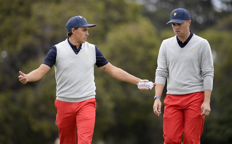 International clings to 2-point lead in Presidents Cup