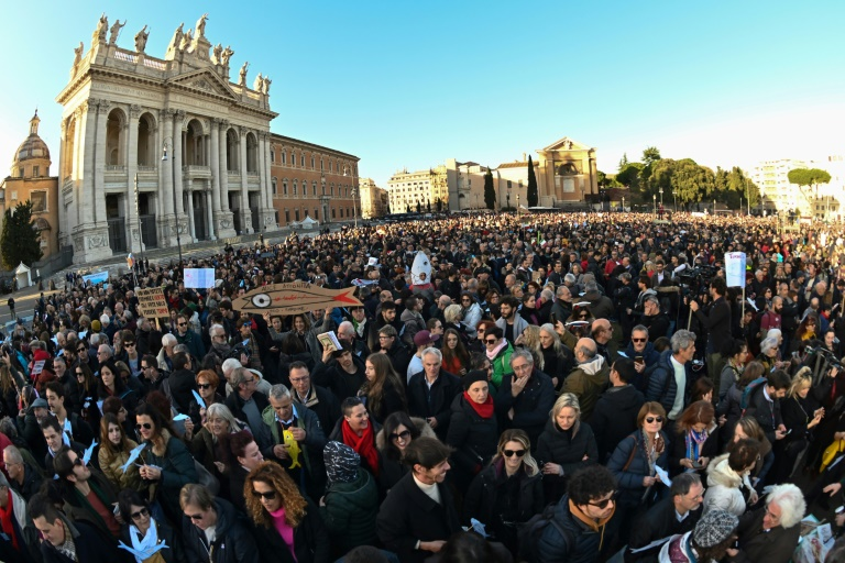 Italy's 'Sardines' pack Rome for anti far-right rally