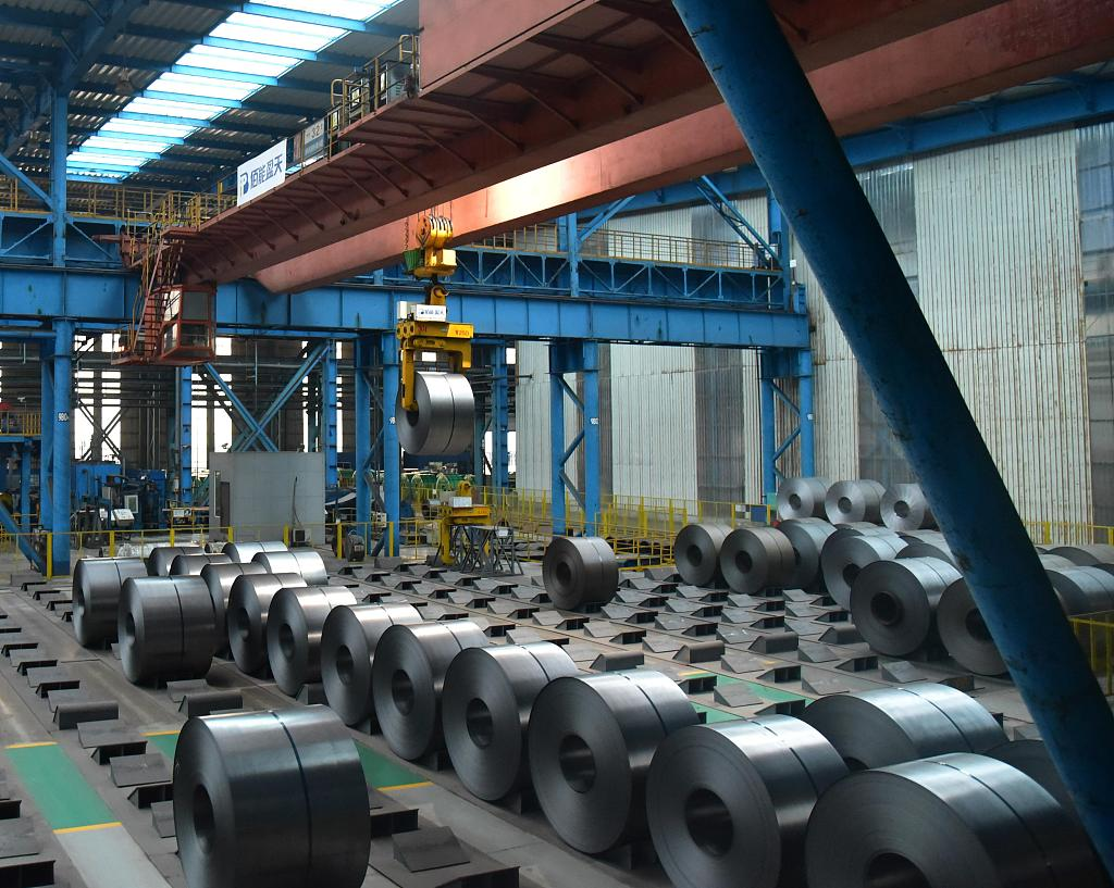 China's industrial output expands 5.6 pct