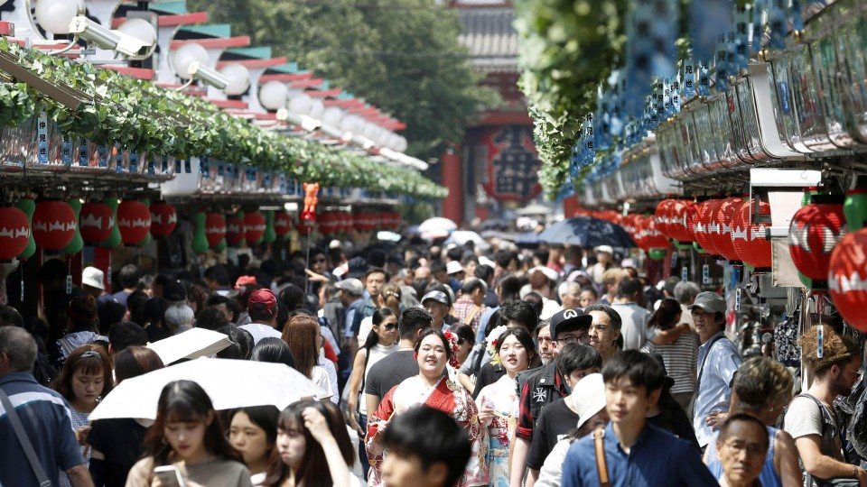 Number of foreign travelers to Japan decreases in November amid row with S. Korea