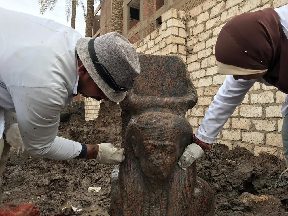 Egyptian officials unveil new archaeological finds