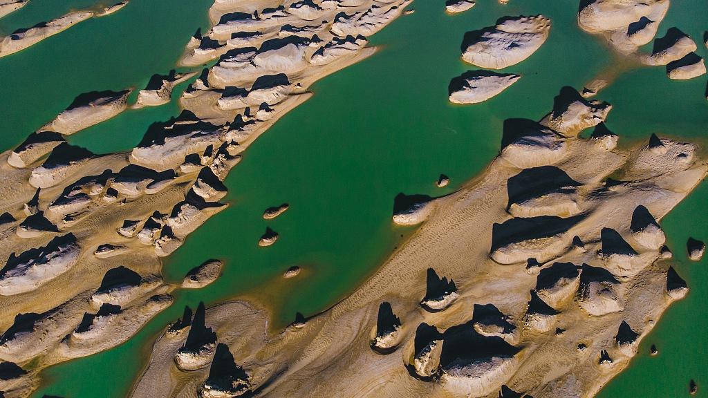 When yardang landform meets water