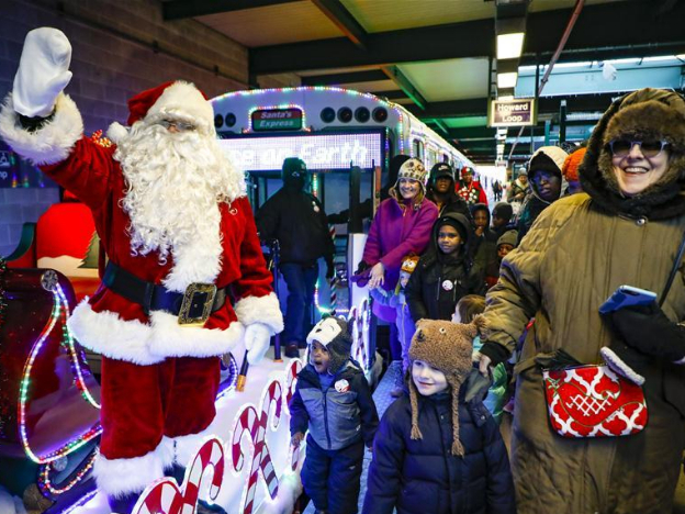 Chicago introduces Christmas Train services