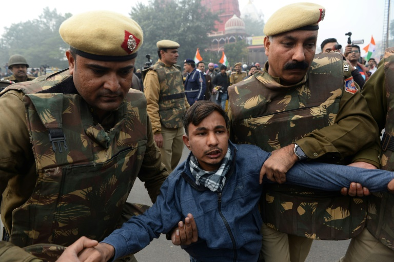 Hundreds detained as protests rage across India