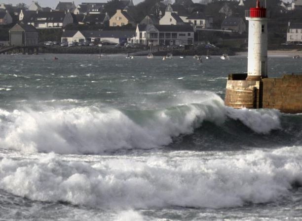 Strong winds hit France
