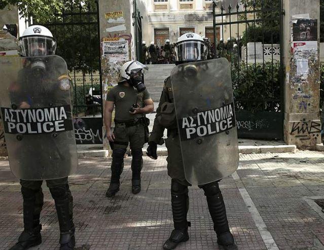 greek cops (afp).jpg