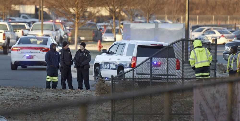 2 dead, 2 hurt in shooting at US municipal building